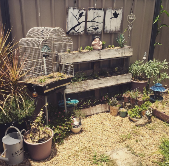 Upcycle pallet garden